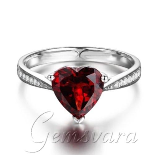 Anillo de compromiso diamante rojo
