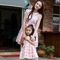 O Envio gratuito de 2017 de Verão DA FAMÍLIA FAMÍLIA roupa vestido Meninas vestido de Festa Da Menina das mulheres falbala vestido de manga curta mãe e filha Vestidos
