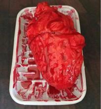 Ужасный кровавый разъединенной Ужасы Страшно человеческого сердца LifeSize страшные Поддельные Резина горы Для тела часть Мозг Хэллоуин Опора партии украшения