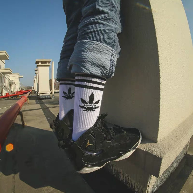 IMINCN 1Pair Hiphop INS Maple Leaf STRIPE Cotton Dance Street High Fashion Skateboard  Style BLACK WHITE Sock