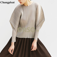 купить Changpleat 2019 Summer New Women Loose T-shirts Tops Miyak Pleated Fashion Design Solid O-neck Large Size Tees Female T-shirt по цене 4268.05 рублей