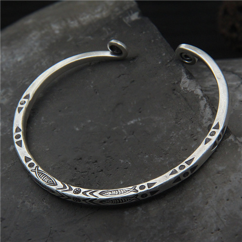 Retro Thai Silver Chiang Mai Handmade S925 Sterling Silver Vintage Fish Pattern Fashion Female Bangle Open EndedRetro Thai Silver Chiang Mai Handmade S925 Sterling Silver Vintage Fish Pattern Fashion Female Bangle Open Ended