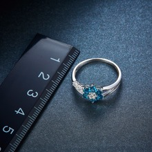 1x Strieborný prsteň KVET modrý topás