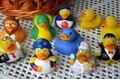 2 pcs bonito água do banho do bebê de brinquedo pato verde insípido pressão flutuante brinquedo som 2016 novos produtos em promoção Frete grátis