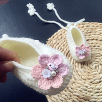 High Quality Custom Pure Handmade Knitted Soft Soled Crochet Flowers Lovely Lace Up Princess Baby Girls