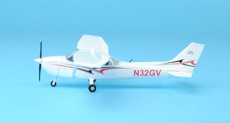 цена  new The high-quality goods GeminiJets 1:7 2 GGCES004 cessna 172 N32GV Athletic trainer Alloy model plane Collection model  онлайн в 2017 году