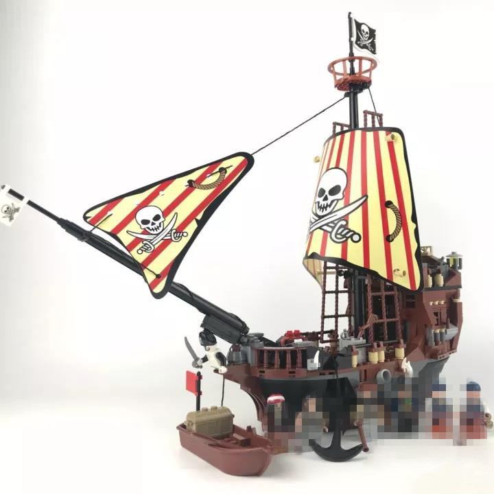 484pcs Pirates of The Caribbean Black Pearl Ship Building Block Brick Figures Compatible DIY Model Toy new lepin 16009 1151pcs queen anne s revenge pirates of the caribbean building blocks set compatible legoed with 4195 children