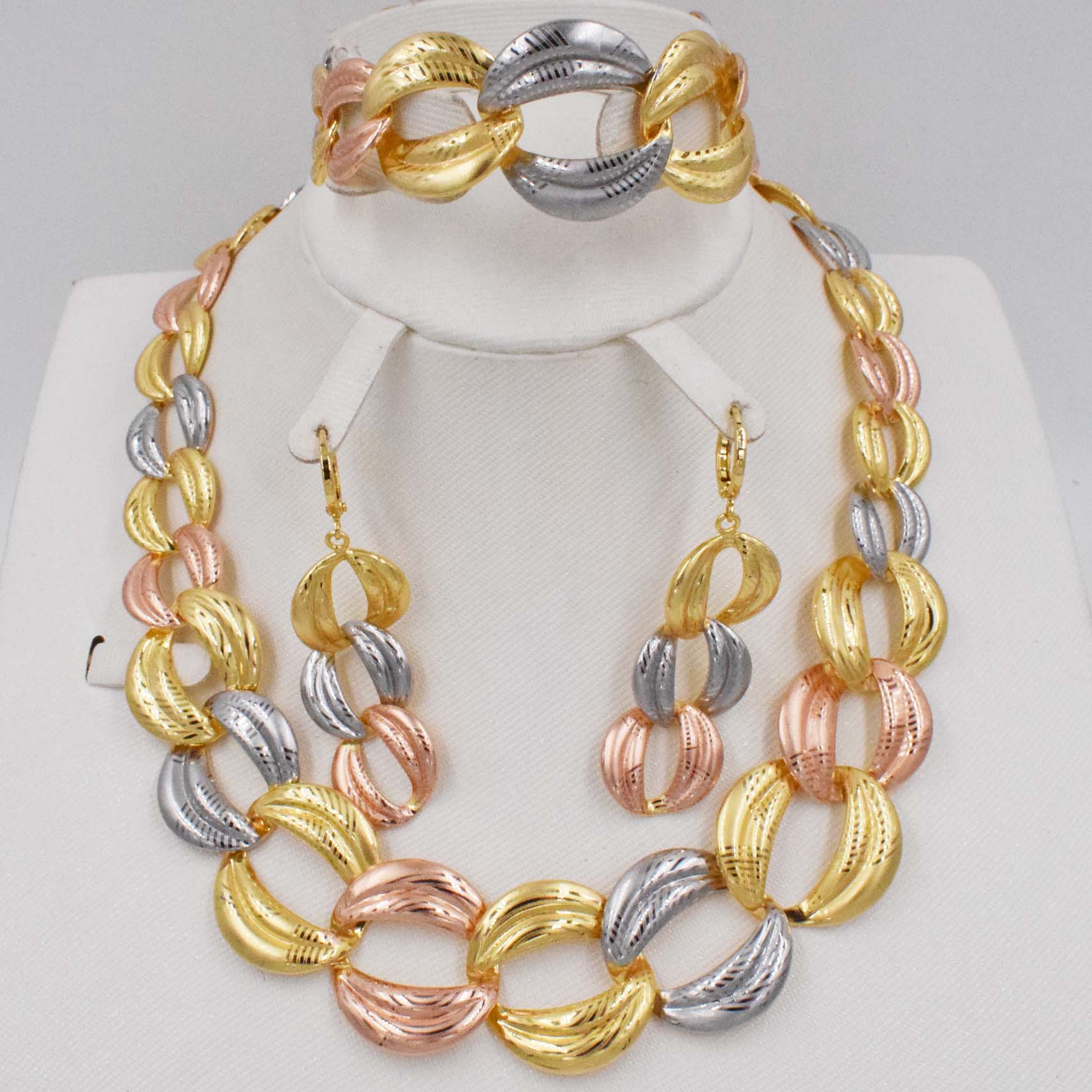 Hight Exaggerated Necklace...