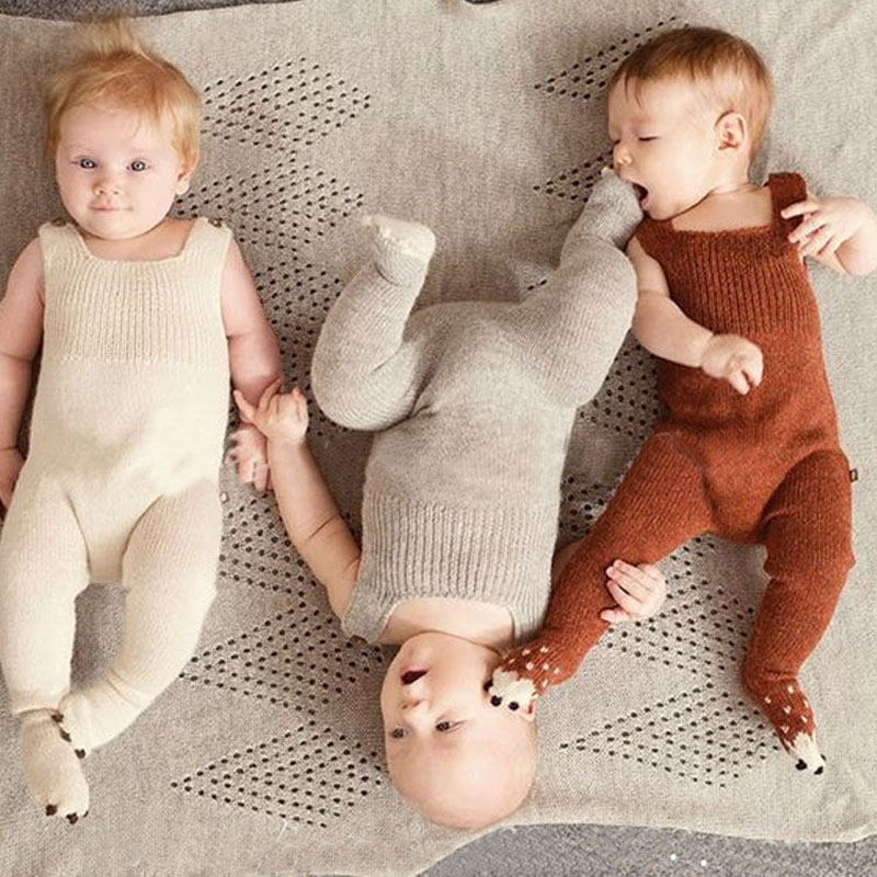 2016 Autumn Bib Baby Rompers Brown Beige Warm Knitted Zebra Style Baby Clothing Romper Feet Covered Body Suits 70-80-90-100cm