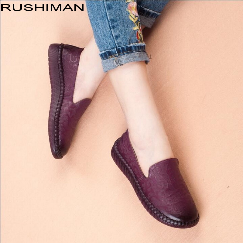 Autumn winter new vintage embossed Genuine Leather flats shoes pregnant women comfortable Loafers mother shoes