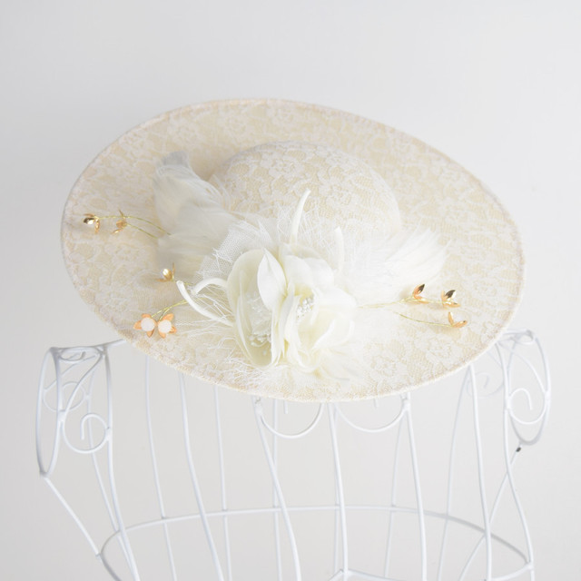 Floral elegante Do Casamento Chapéus De Pele 2017 Novos Pérolas Acessórios Para Cabelo Nupcial Applique Linho chapeau mariage para Noivas