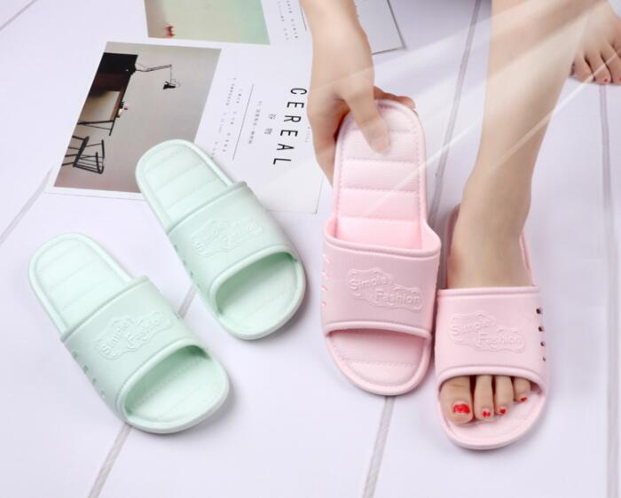 New summer slippers female home indoor non-slip bathroom plastic slippersNew summer slippers female home indoor non-slip bathroom plastic slippers