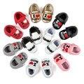 Nueva marca romirus pu zapatos de bebé mocasines de cuero de moda en forma de corazón con letras niños bebés niñas zapatos perwalkers