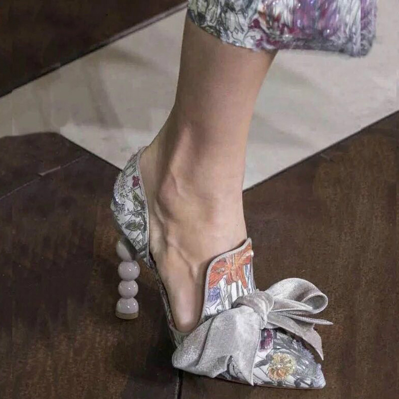 2018Svonces Runway Shoes Bowtie Heels Shoes Pointed Toe Floral Print Pearl  High Heels Dress Wedding Woman Slip on Pumps Elegant-in Women s Pumps from  Shoes ... 47086bad94ac
