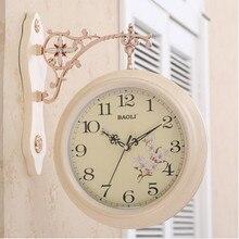 d33d769a0 المزدوج الوجهين ساعة حائط الأوروبية الإبداعية المعيشة غرفة هادئة المثالية ساعة  وجهين شخصية الأزياء الحديثة بسيطة