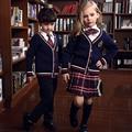 Primavera de corea moda de invierno británico uniforme escolar para las niñas y los niños capa Del Suéter A Cuadros faldas cortas niños 5 unidades conjuntos