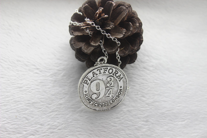 1pcs/ antique silver/ bronze <font><b>Necklace</b></font>, <font><b>Hogwarts</b></font> Express Station, Platform 9 3/4,charm Pendant <font><b>Necklace</b></font>, image