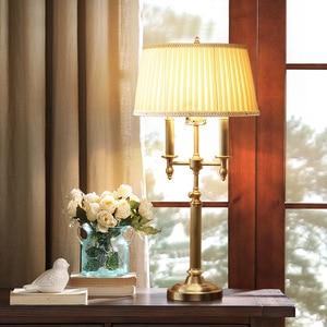 Luminaria de Cobre Europeu Nórdico candeeiro de Mesa CONDUZIU a Lâmpada para o Quarto Americano Pano Abajur Estudo Luminárias de Cabeceira Candeeiro de Mesa De Ouro
