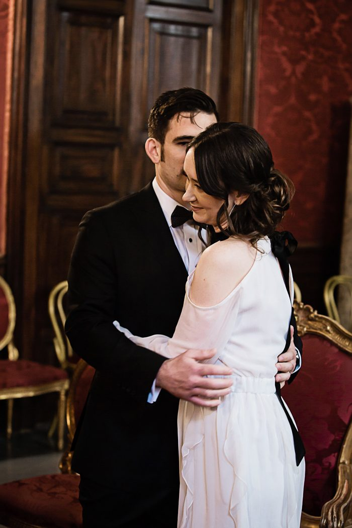 piazza-del-campidoglio-in-rome-was-the-perfect-wedding-destination-for-this-art-and-history-loving-couple-quince-and-mulberry-studios-30-700x1050