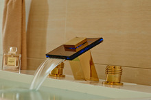 Роскошный Золотой Латуни Бассейна Кран Двойной Ручки Раковина Смеситель LED Color Changing