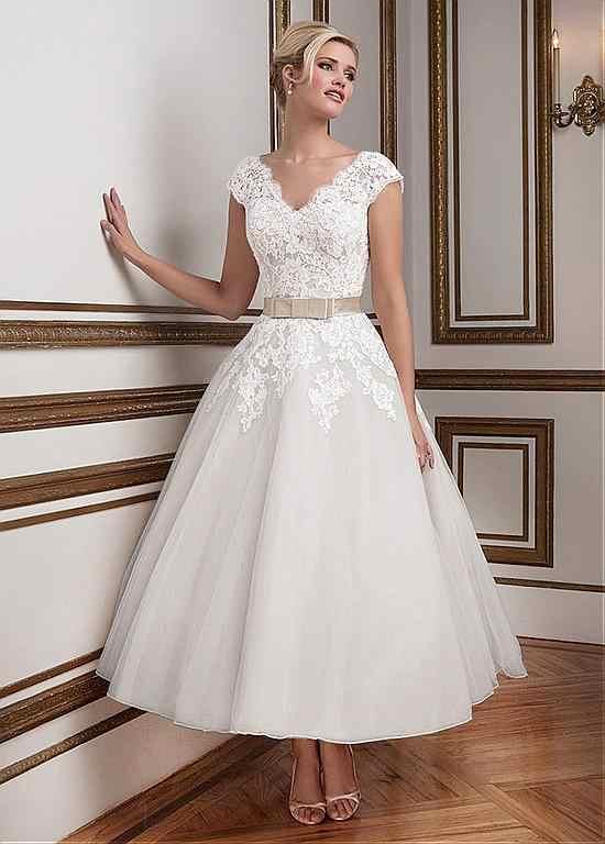 Vintage Tea Length Short Wedding Dresses Lace Tulle V Neck Cap