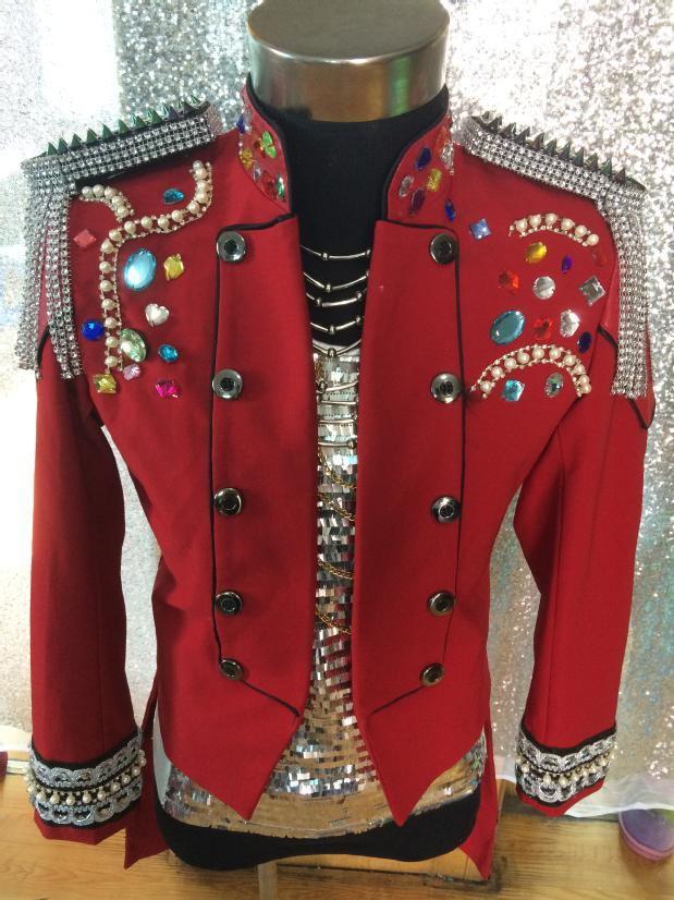 Mode Royal Hommes de Rouge Cristal Strass Gland Épaulette Smoking Costume Bar club Mâle Chanteur Performance costume