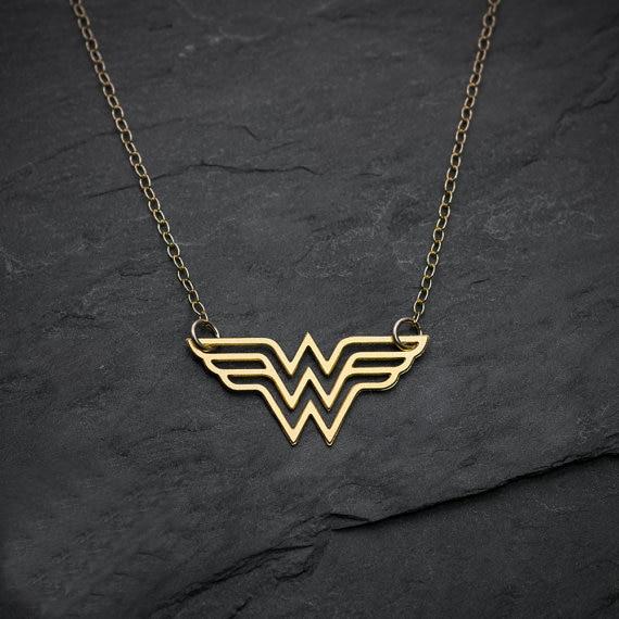 niandi wonder woman necklace super hero jewelry comics. Black Bedroom Furniture Sets. Home Design Ideas