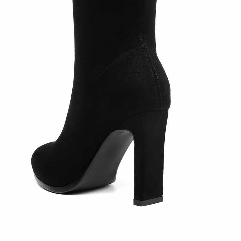 Faux Suede ต้นขาสูงรองเท้าแฟชั่นผู้หญิงชี้เท้า Toe Block ส้นรองเท้ายืดสุภาพสตรีชุดปาร์ตี้สีแดงสีดำแถบสีเทารองเท้าบูทยาว