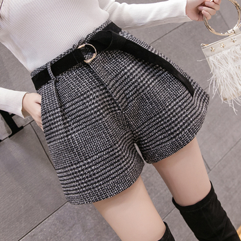 2019 New Autumn Winter Wool Shorts Women Korean High Waist Plaid Wide Leg Shorts Femme Casual Loose Boots Shorts 2