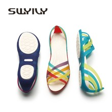 92ab4b344 SWYIVY Sandálias de Plástico Sapatos de Cunha Mulher Verão 2018 de Moda  Feminina Sapatos Coloridos Rainbow