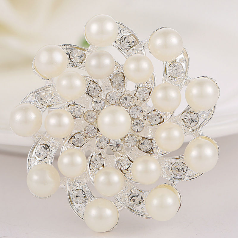 High Quality Fashion Vintage Women Rhinestones Brooches Flower White  Simulated Pearl Brooch for wedding X00097 9d9daceb0e58