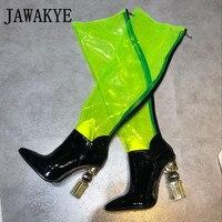 Женские сапоги на высоком каблуке с металлическими кристаллами из ПВХ для подиума; Соблазнительная обувь для клуба с острым носком; высокие