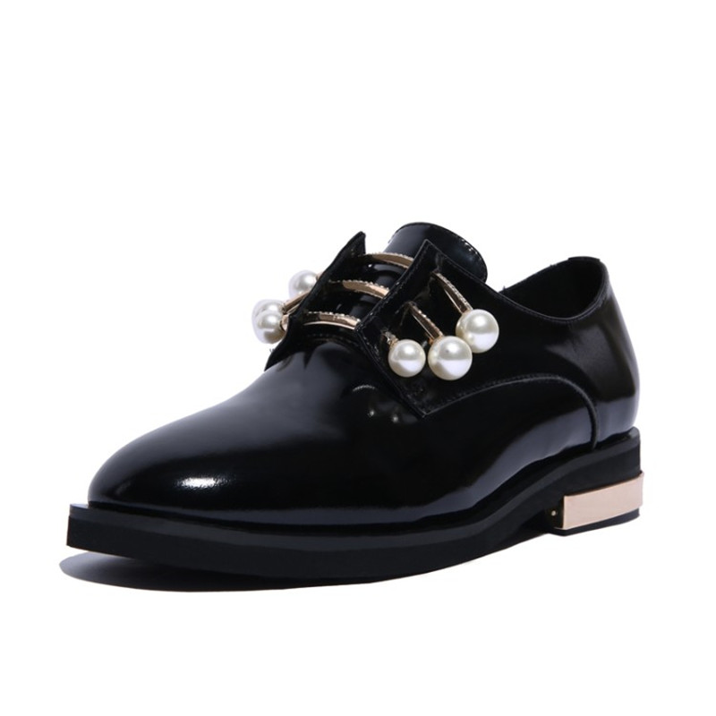 ФОТО Hot Sell 2017 Fashion Luxury Design Cow Leather Pearl High Quality Women's Casual Flat shoes Patent leather Dress Shoes Loafers