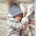 2016 nueva moda bebé recién nacido niñas boy unisex calentador del invierno Sombreros de la gorrita tejida Suave Gorros de Lana de Punto de Lana Sombrero de Pompón de Piel accesorios