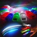 4 Pçs/lote LED Dedo Luz 4 Cores A Laser Lâmpada Dedo para o Partido, Decoração de Natal Emitindo Luzes Beams Anel Brilhante pequenos Brinquedos