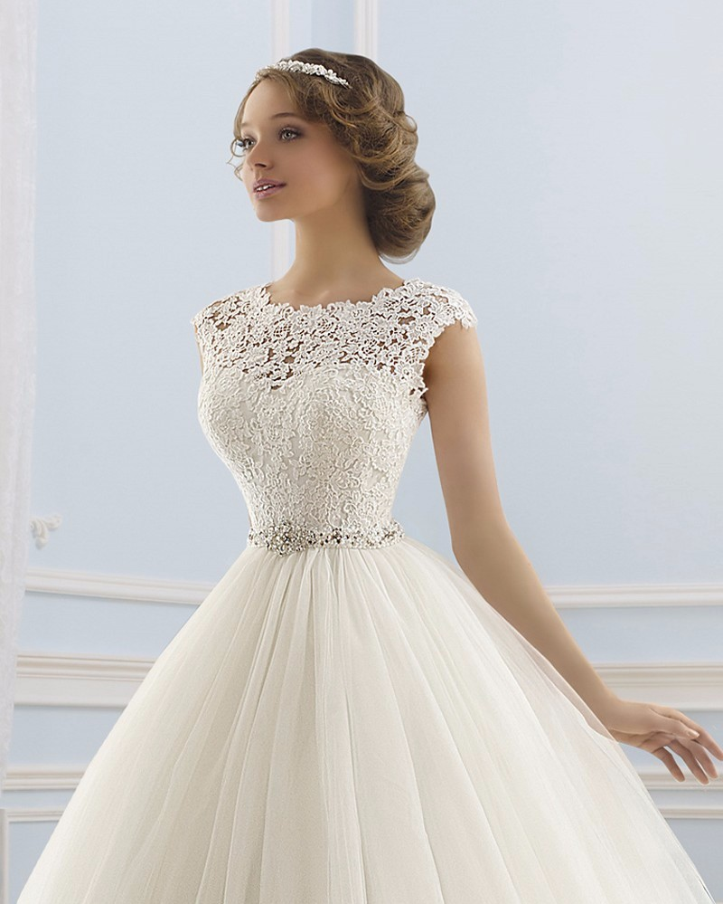 Charming-Lace-Tulle-A-Line-Wedding-Dress-2015-Sexy-Backless-Cap-Sleeve-Beaded-Sashes-Bow-Court