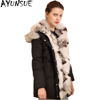 989f8658795 AYUNSUE 2019 новая белая утка вниз куртка для Для женщин зимние Теплая  куртка Женский Большой Лисий меховой воротник женские куртки WYQ863