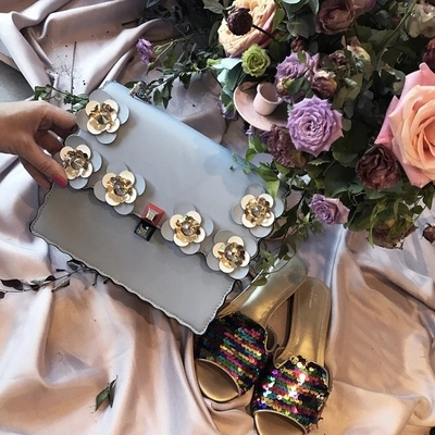 Marque de luxe en cuir Rivet femmes Totes Messenger sac sac à main de mode célèbre Designer chaîne épaule fleur sac à bandoulière