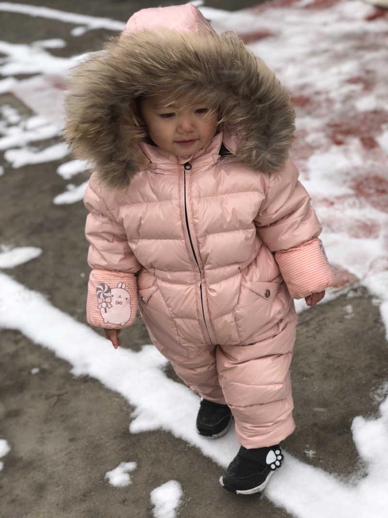 ロシア冬キッズガールズボーイズ防寒着ジャンプスーツベビーホワイトダックダウンジャケット全体子供リアルラクーンファーフード付きロンパース Y8