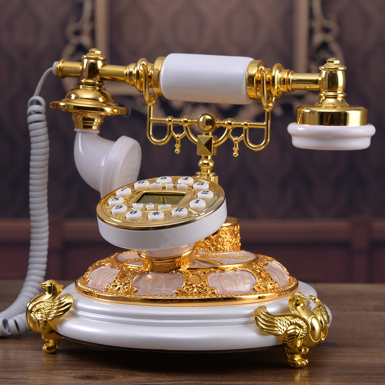The new European antique telephone phone phone home phone Dian Dong high-end fashion carved Garden Decoration home art Caller