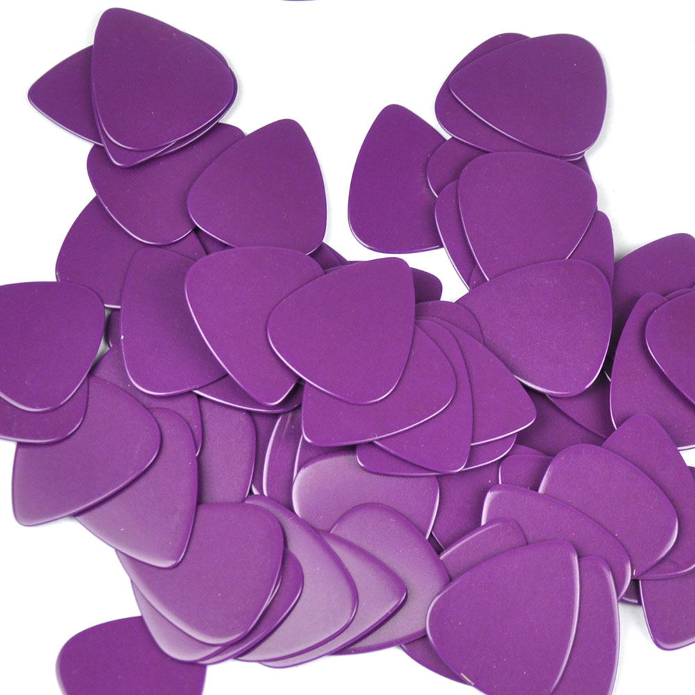 Купить с кэшбэком 100pcs/lot Solid Purple 0.71mm Medium Celluloid Guitar Picks Plectrums for Acoustic Electric Guitar Bass