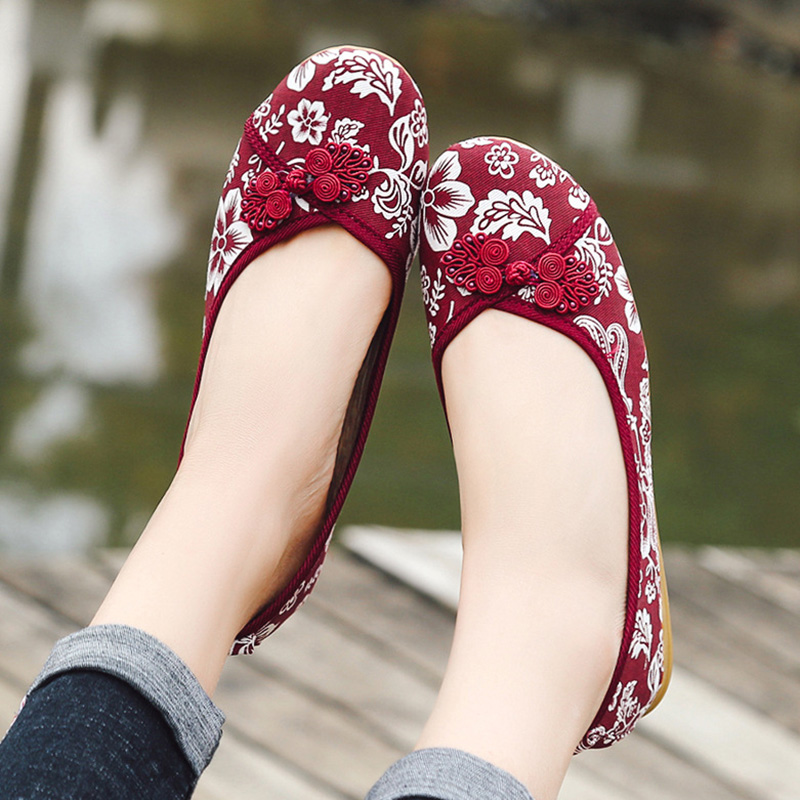цена на 2018 Flats Shoes Women Breathable Embroider Sneakers Ladies Casual Canvas Flats Slip-On Summer Walking Shoes Tenis Feminino