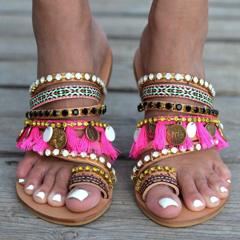 Пляжные сандалии; женская обувь; модель 2019 года; женские летние разноцветные сандалии гладиаторы с ремешками на низком каблуке; Вьетнамки; большие размеры