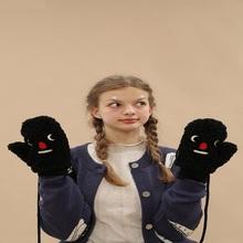2017 zima śliczne rękawiczki oryginalny Design kaszmirowy Twist rękawiczki Finger na zewnątrz ciepłe rękawiczki zagęścić aksamitne smycz na rękę Harajuku tanie tanio FISH-STONE-SEA COTTON Poliester Dla dorosłych Unisex Moda Nadgarstek Stałe XA-023