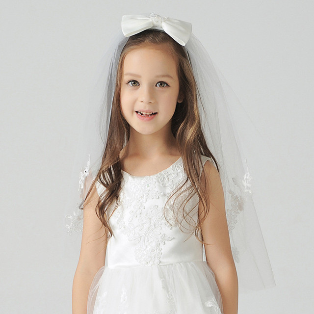 Lovely Bow Kid Bridal Veils for Flower Girls Wedding Accessories Lace Edge with Comb White Ivory Red Appliques Tulle Short Veil