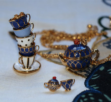 prachtige theepot cup serie hanger nageloorring ketting set