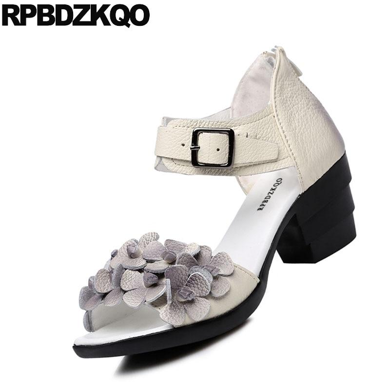 Carré 2018 Pompes Blanc Femelle Chunky Bout rouge Talons Épais Noir Sandales Femmes Ethnique Sangle Rouge À Cheville Chaussures D'été Haute Fleur Dames blanc Ouvert OSdwqTS