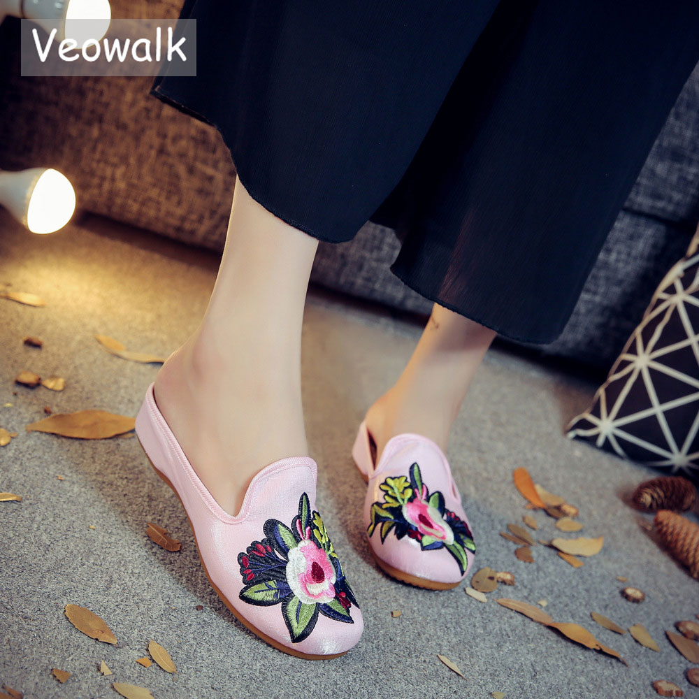 Veowalk Handmade Retro Floral Embroidered Mules Shoes Women's Flannel Cotton Flat Mules Summer Ladies Embroidery Comfort Shoes insect embroidery flat mules
