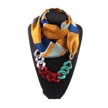 Γυναικείο κασκόλ με κρεμαστό κολιέ σε διάφορα χρώματα