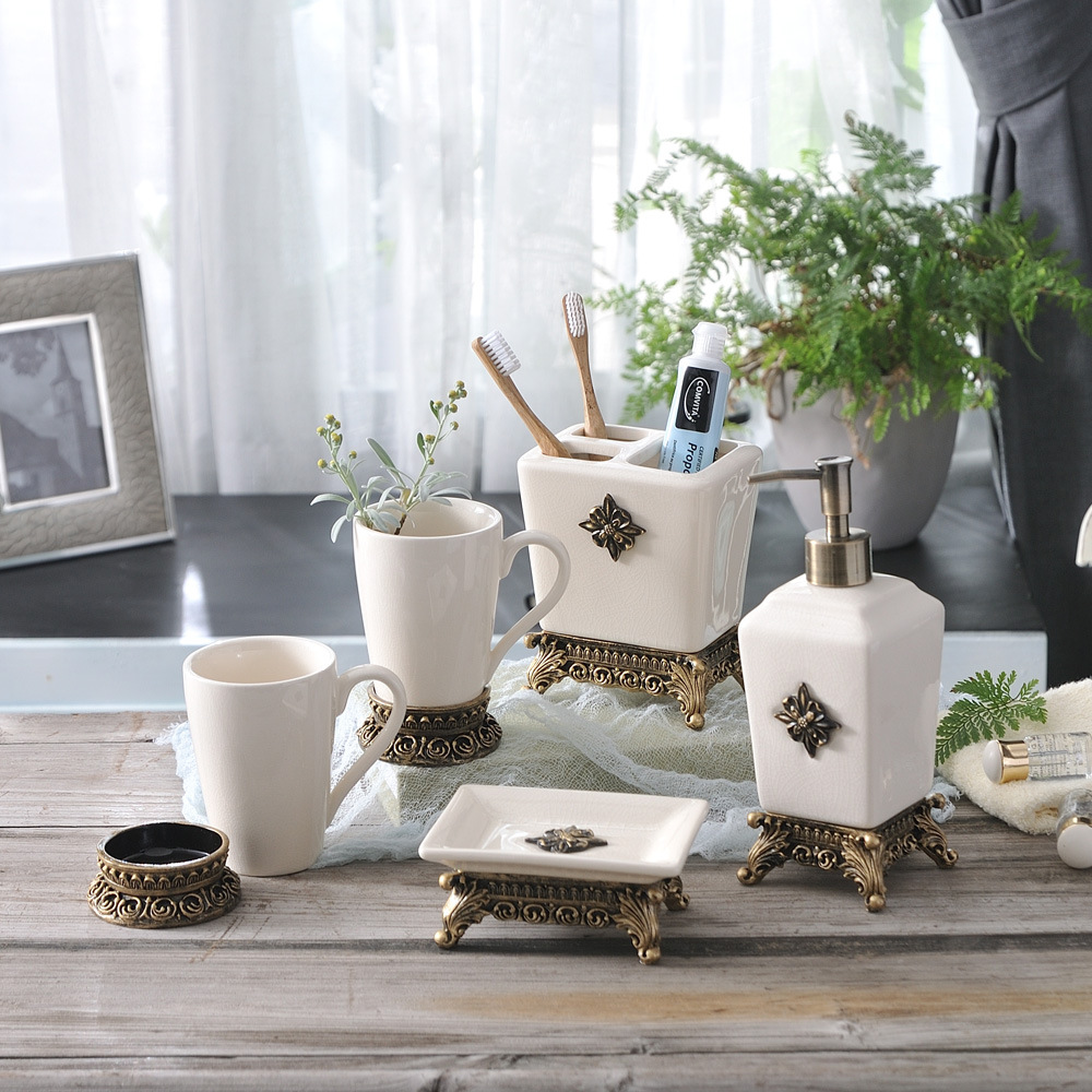 Produits de salle de bain en céramique nordique cinq pièces personnalité salle de bain fournitures ensembles porte-brosses à dents gargarisseries tasses ensembles de salle de bain